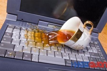 Khắc phục vấn đề bàn phím Laptop bị dính nước