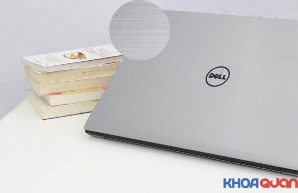 nen-chon-laptop-vo-nhom-hay-vo-nhua