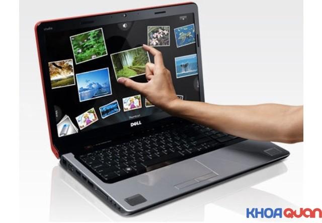co-nen-chon-laptop-man-hinh-cam-ung-khong.2