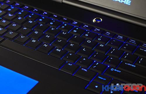 mau-laptop-danh-cho-game-thu-alienware-17-2015.2