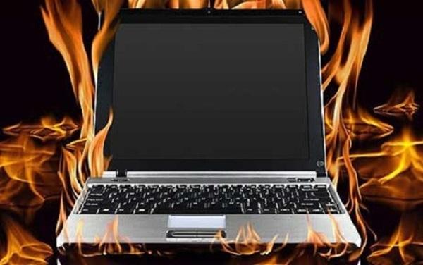 nen mua laptop pin lien hay roi