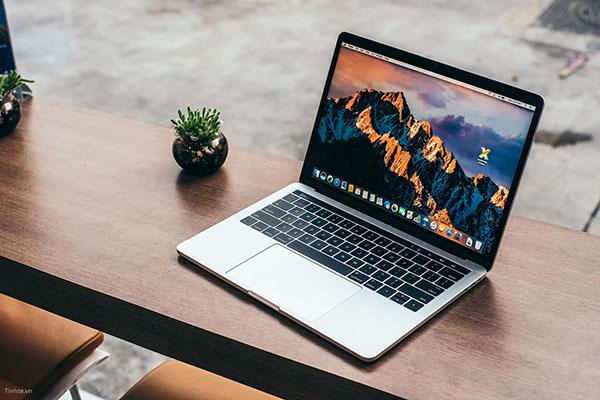 nen mua laptop apple khong