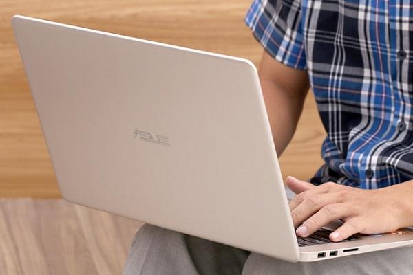 nen mua laptop tam 15 triệu