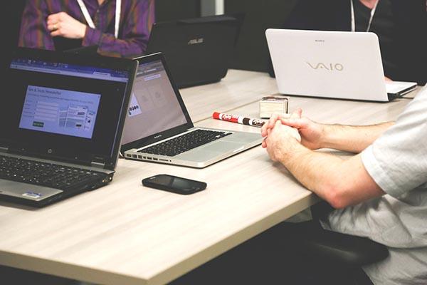 Có nên mua laptop rẻ không? Lời khuyên hữu ích khi mua laptop cũ