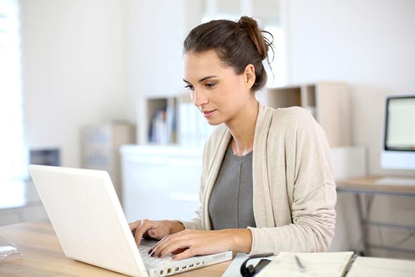 Nữ nên mua laptop nào? Các tiêu chí chọn mua laptop cho phái đẹp