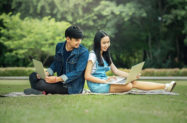 sinh viên nên mua laptop bao nhiêu inch