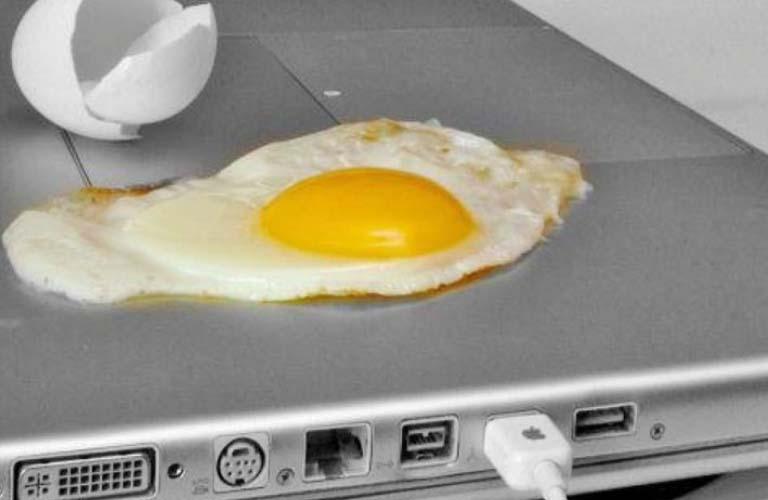 Laptop trở nên quá nóng có thể gây ra lỗi laptop tự tắt