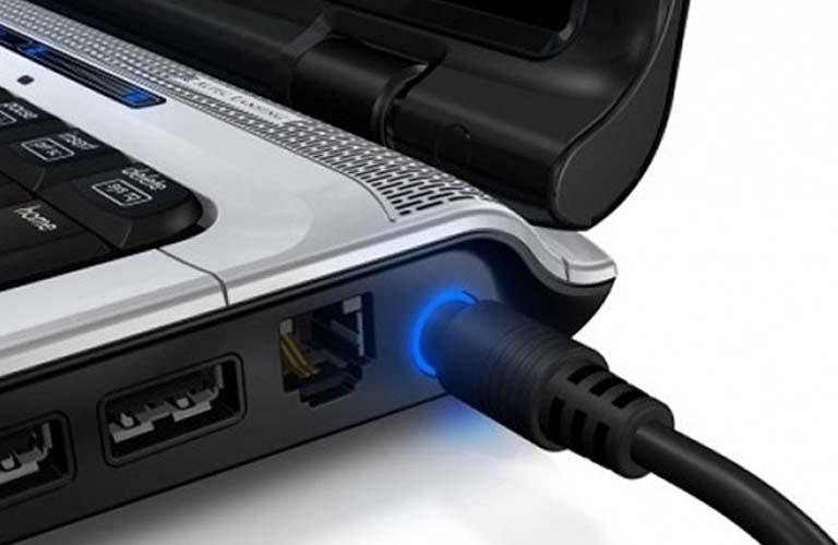 Các bạn cần kiểm tra nguồn điện cung cấp cho laptop để đảm bảo máy không bị lỗi