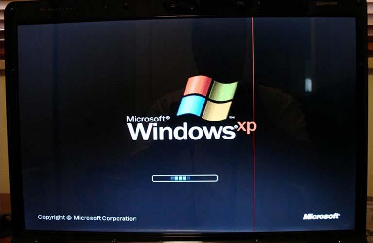 Màn hình máy tính xách tay vẫn bị sọc khi khởi động lại nghĩa là lỗi chính là do màn hình bị hư