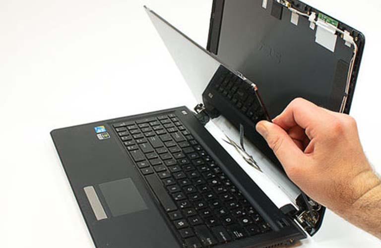 Thay màn hình mới cho laptop mà bạn đang bị lỗi tối mờ và nhòe