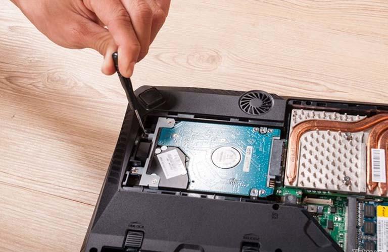 Những bước thực hiện quá trình thay ổ cứng mới cho laptop Dell