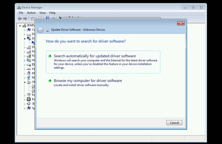 Click chọn dòng Search automatically for updated driver software để tiếp tục