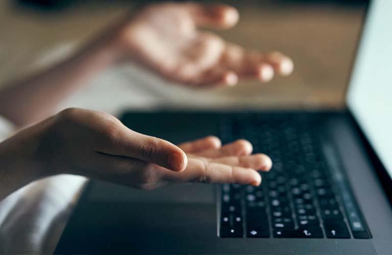 Lý do mà bạn lại không di chuyển được chuột cảm ứng laptop